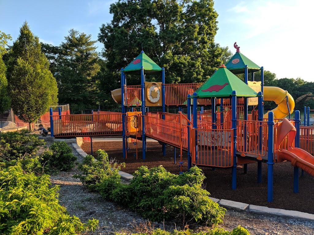 Tilles Park - park  | Photo 1 of 10 | Address: 9551 Litzsinger Rd, St. Louis, MO 63124, USA | Phone: (314) 615-4386