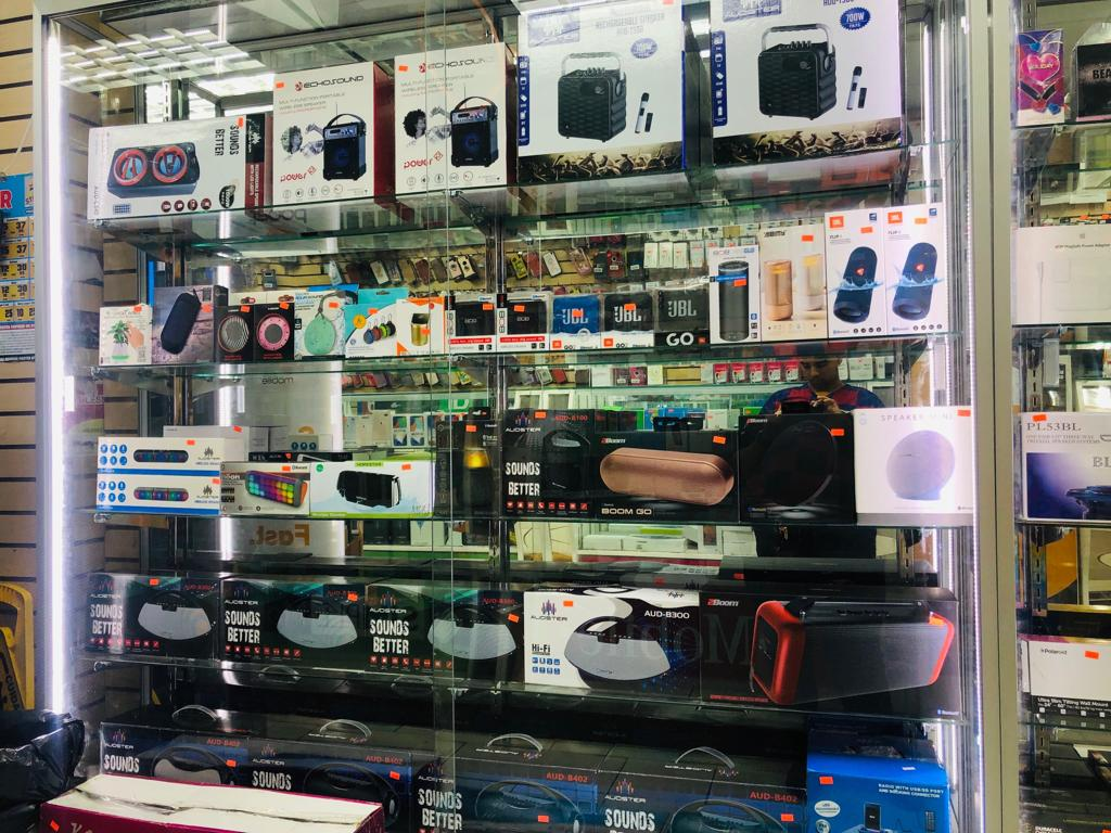 Unlimited 4 - electronics store  | Photo 7 of 9 | Address: 3507 White Plains Rd, Bronx, NY 10467, USA | Phone: (718) 325-2555