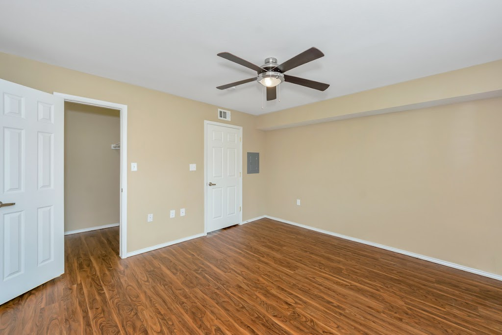 Ridge Crest Apartments - real estate agency  | Photo 4 of 10 | Address: 2805 Mustang Dr, Grapevine, TX 76051, USA | Phone: (817) 714-3043