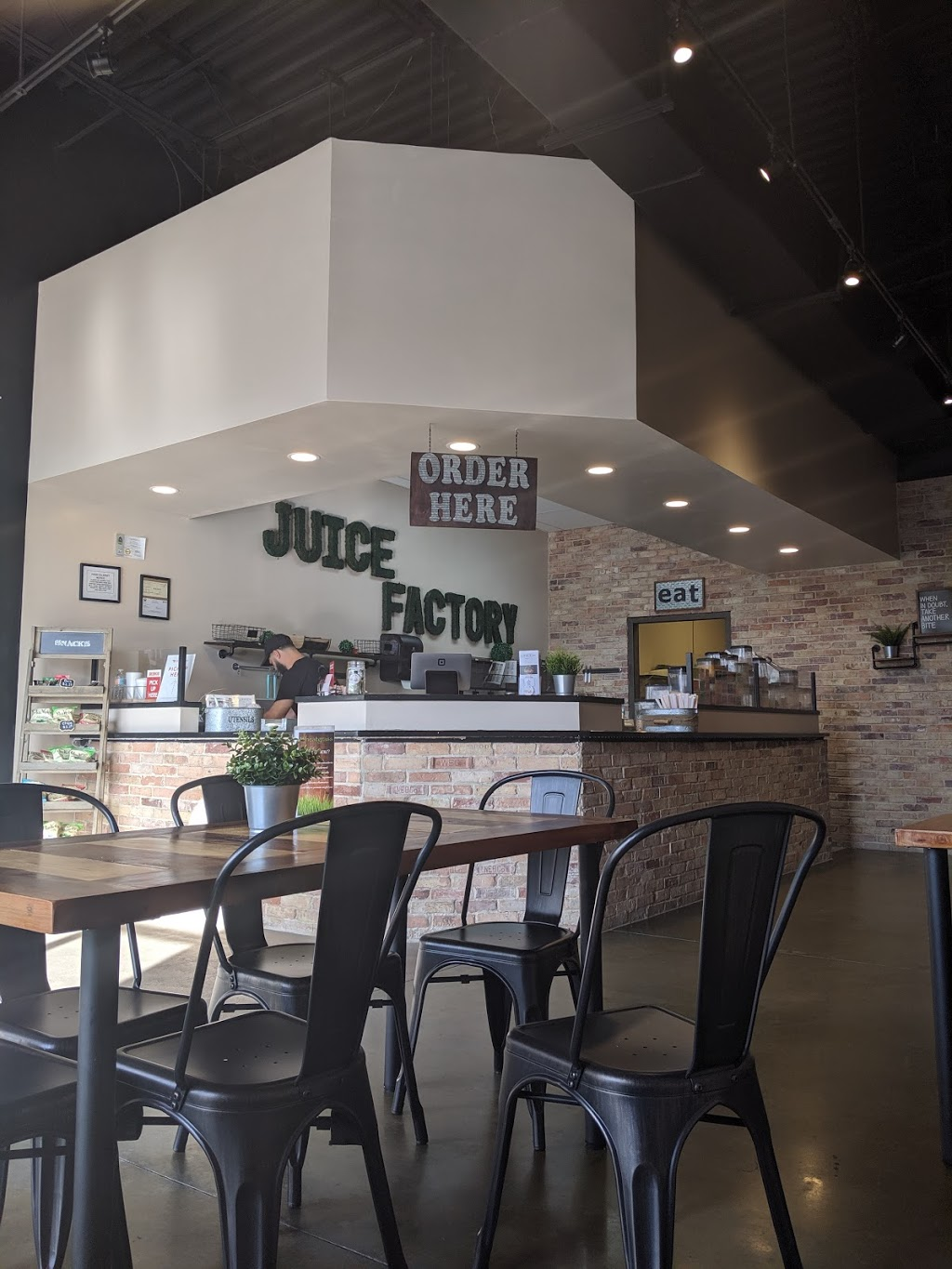 Juice Factory - restaurant  | Photo 6 of 10 | Address: 6431 E County Line Rd #110, Tampa, FL 33647, USA | Phone: (813) 345-8884