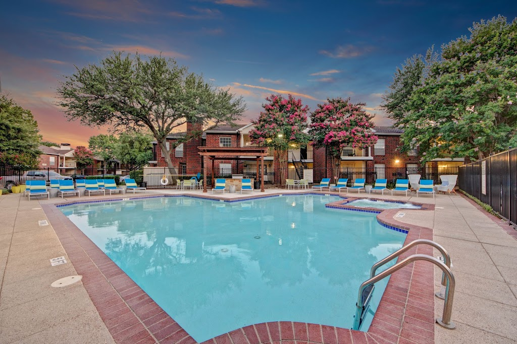 The Oaks at Valley Ranch Apartments - real estate agency    Photo 3 of 10   Address: 9519 Valley Ranch Pkwy E, Irving, TX 75063, USA   Phone: (972) 893-3092