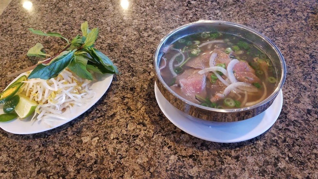 Surprise Pho Vietnamese Restaurant - restaurant  | Photo 2 of 10 | Address: 15693 N Reems Rd #113, Surprise, AZ 85374, USA | Phone: (623) 546-1111