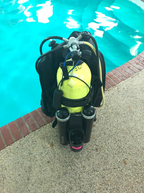 Berry Scuba & Swim School - travel agency  | Photo 3 of 10 | Address: 200 Northfield Rd, Northfield, IL 60093, USA | Phone: (847) 827-3100