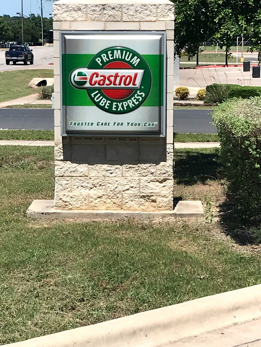 Castrol Premium Lube Express - car repair  | Photo 4 of 10 | Address: CPLE, 400 Crystal Falls Pkwy STORE # 1566, Leander, TX 78641, USA | Phone: (512) 528-1514