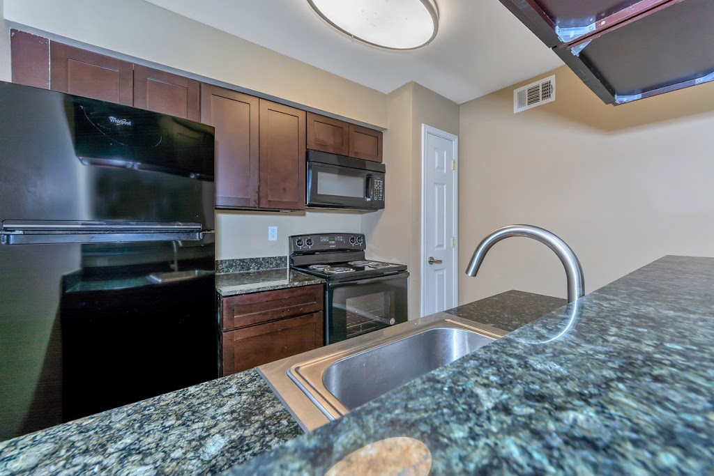 Ridge Crest Apartments - real estate agency  | Photo 2 of 10 | Address: 2805 Mustang Dr, Grapevine, TX 76051, USA | Phone: (817) 714-3043