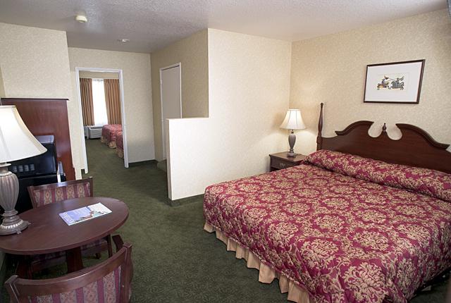 Castle Inn & Suites - lodging  | Photo 7 of 10 | Address: 1734 S Harbor Blvd, Anaheim, CA 92802, USA | Phone: (714) 774-8111