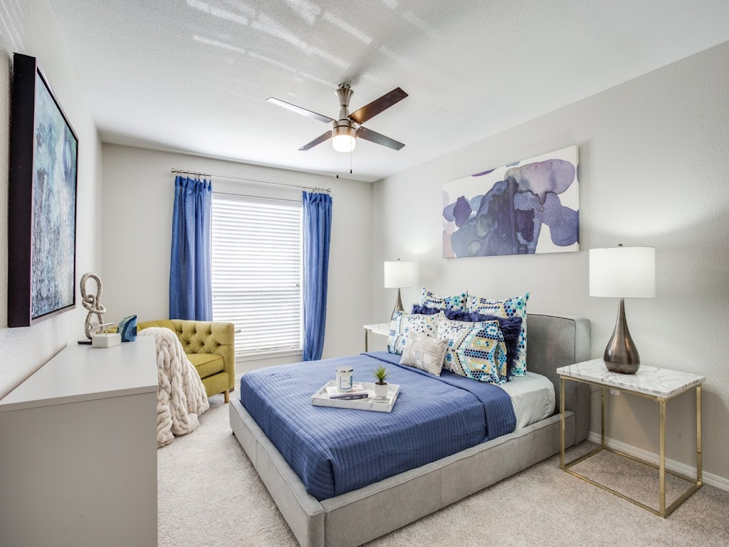The Oaks at Valley Ranch Apartments - real estate agency    Photo 2 of 10   Address: 9519 Valley Ranch Pkwy E, Irving, TX 75063, USA   Phone: (972) 893-3092