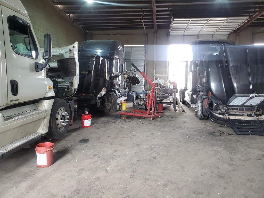 Saucedos Truck Repair - car repair  | Photo 3 of 10 | Address: 700 Peyton Rd building A, El Paso, TX 79928, USA | Phone: (915) 315-9624