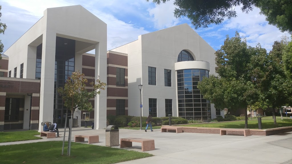 Irvine Valley College Library - library    Photo 8 of 10   Address: 5500 Irvine Center Dr, Irvine, CA 92618, USA   Phone: (949) 451-5266