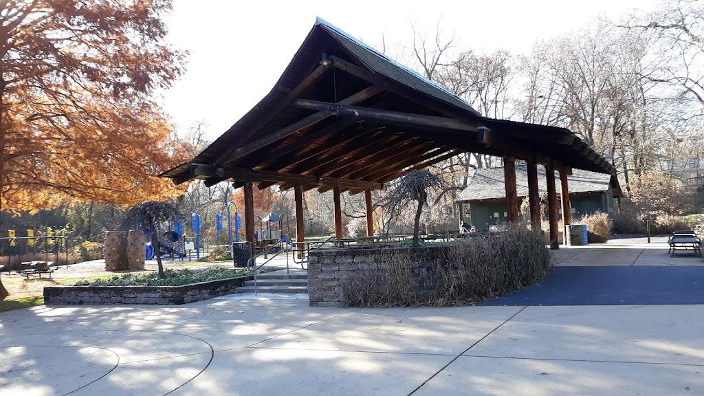 Larson Park - park  | Photo 2 of 10 | Address: 520 W Kirkham Ave, Webster Groves, MO 63119, USA | Phone: (314) 963-5300