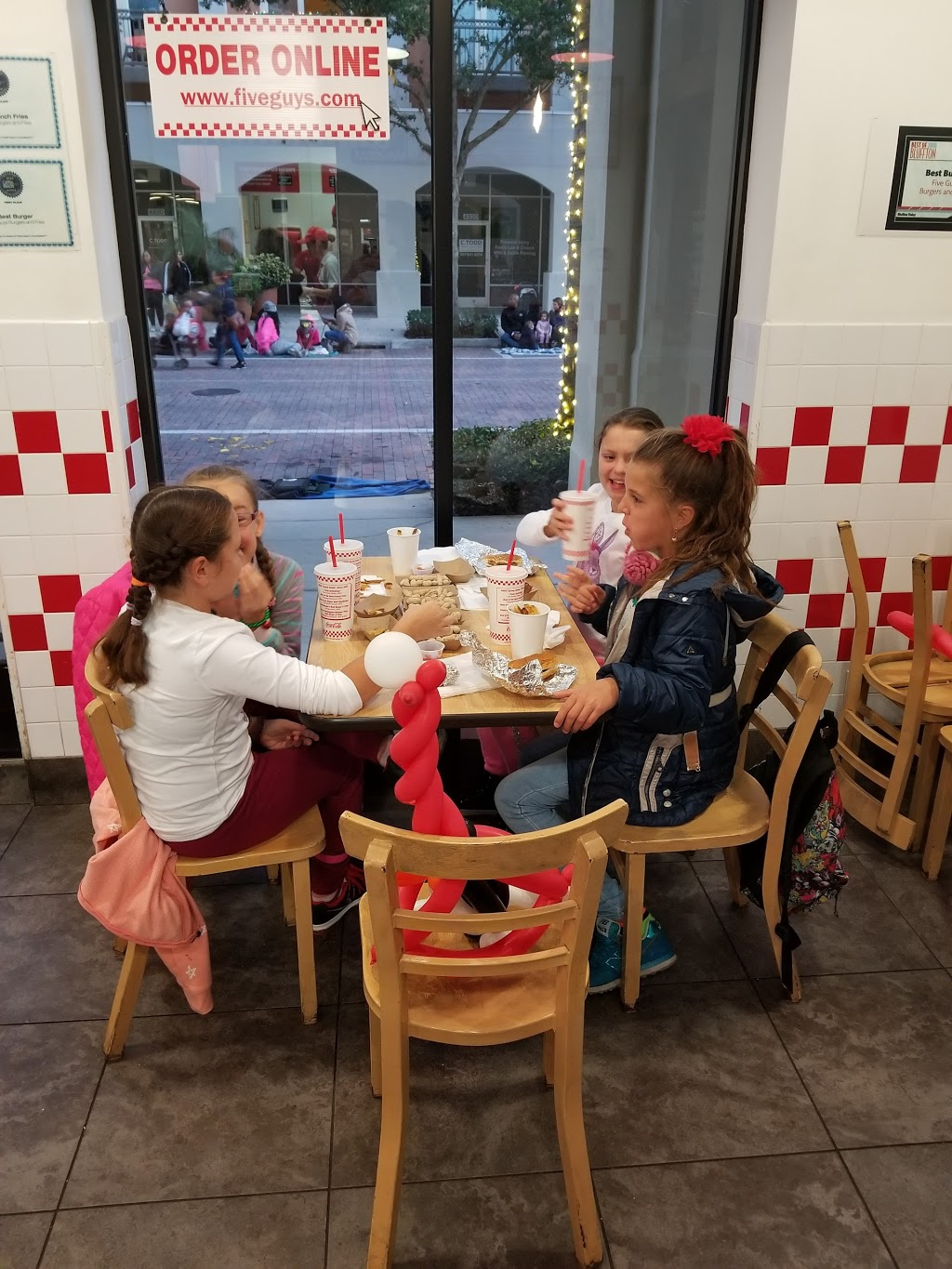 Five Guys - meal takeaway  | Photo 9 of 10 | Address: 4821 New Broad St, Orlando, FL 32814, USA | Phone: (407) 219-3366