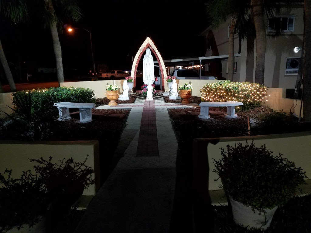 St John Vianney Catholic Church - church  | Photo 5 of 10 | Address: 445 82nd Ave, St Pete Beach, FL 33706, USA | Phone: (727) 360-1147