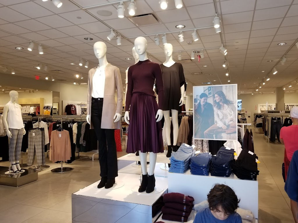 H&M - clothing store  | Photo 7 of 10 | Address: 1600 Water St, Laredo, TX 78040, USA | Phone: (855) 466-7467