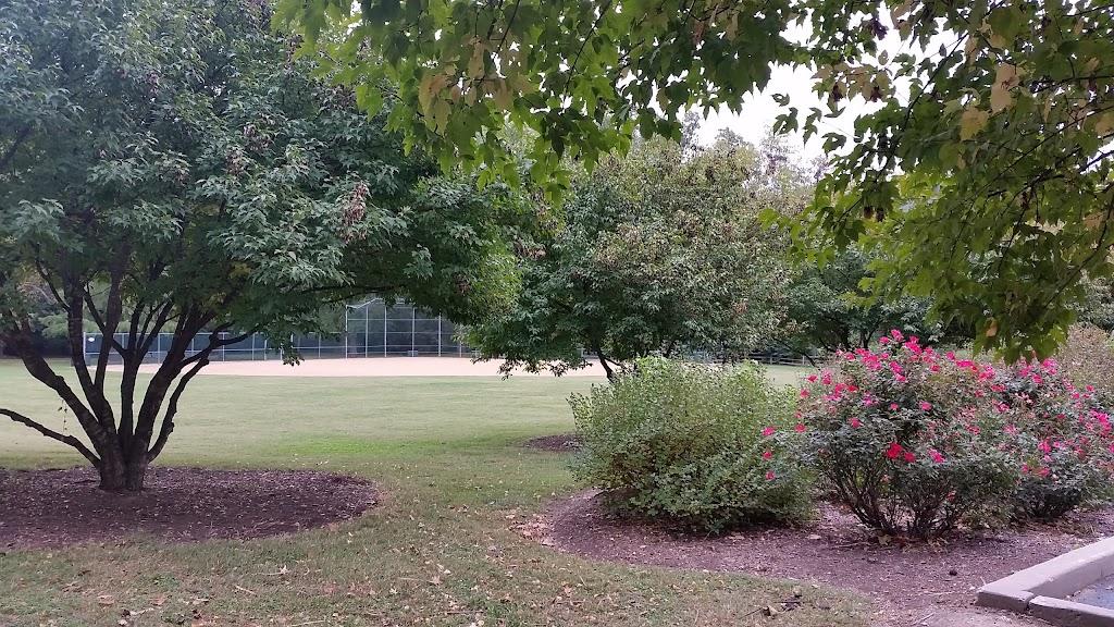 Larson Park - park  | Photo 5 of 10 | Address: 520 W Kirkham Ave, Webster Groves, MO 63119, USA | Phone: (314) 963-5300
