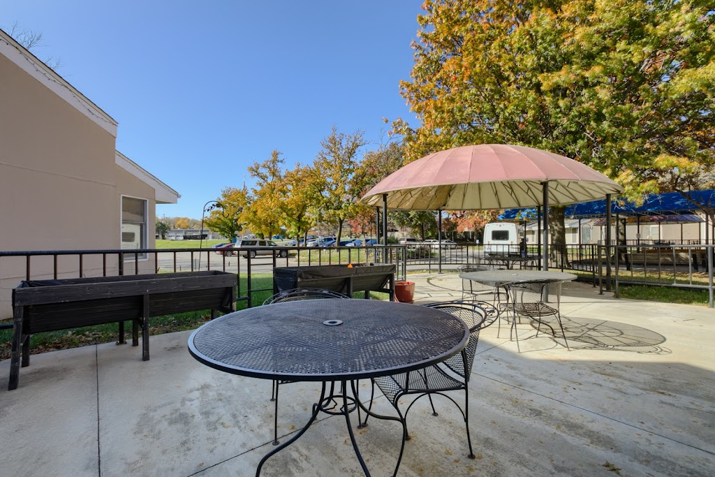 Merriam Gardens Healthcare & Rehab - health  | Photo 7 of 10 | Address: 9700 W 62nd St, Shawnee, KS 66203, USA | Phone: (913) 384-0800