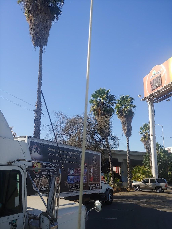 Ozzies Diner - restaurant  | Photo 9 of 10 | Address: 7780 E, Slauson Ave, Commerce, CA 90040, USA | Phone: (323) 477-1933
