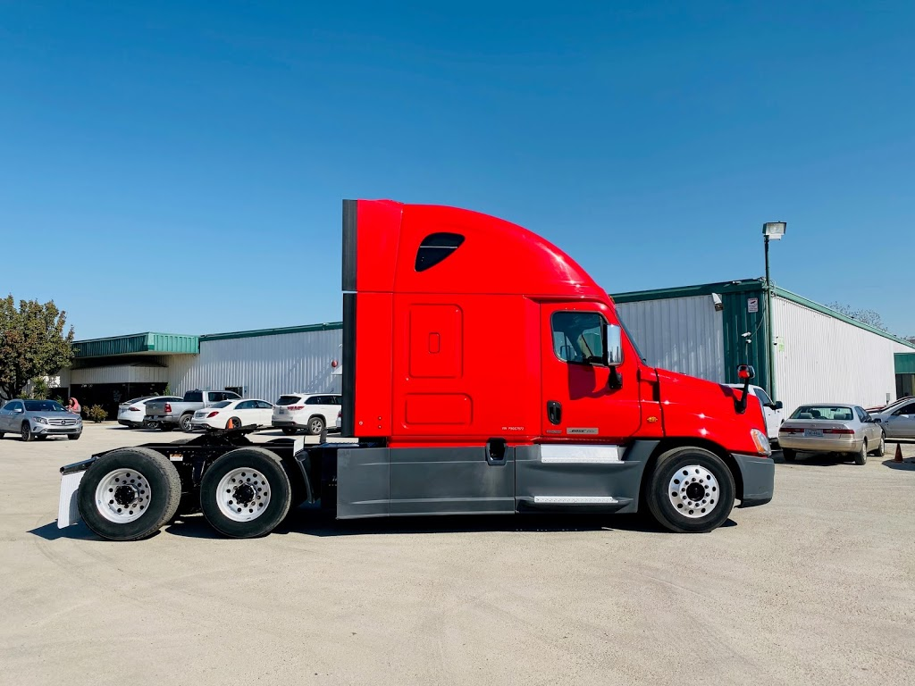 Pacific Truck Sales, LLC - store  | Photo 7 of 8 | Address: 2900 E Loop 820 S, Fort Worth, TX 76119, USA | Phone: (972) 790-6297