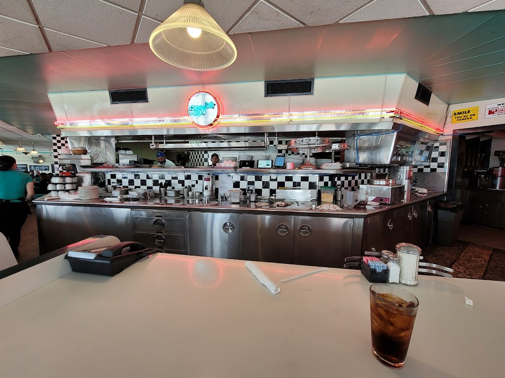 Ozzies Diner - restaurant  | Photo 10 of 10 | Address: 7780 E, Slauson Ave, Commerce, CA 90040, USA | Phone: (323) 477-1933