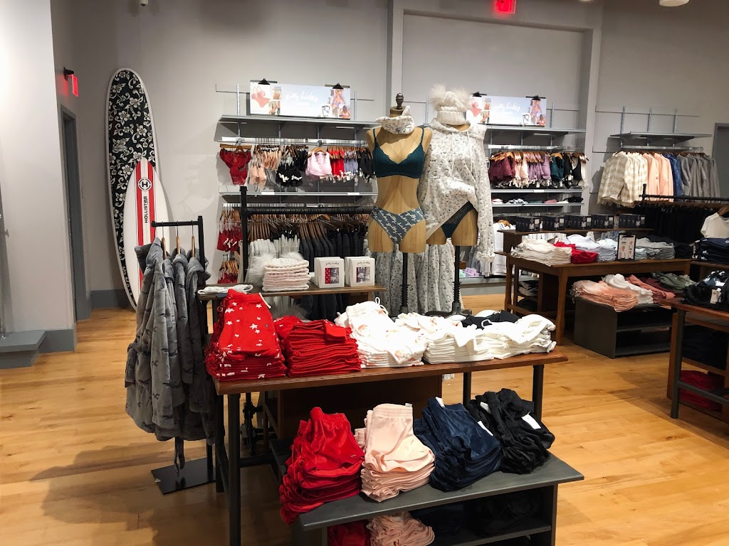 Hollister Co. - clothing store    Photo 3 of 4   Address: 1155 St Louis Galleria St Ste 1087, St. Louis, MO 63117, USA   Phone: (314) 244-3051