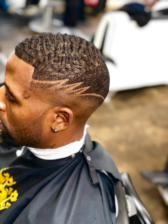 Full Fledge Barber & Beauty Salon - hair care  | Photo 4 of 10 | Address: 3400 S Watson Rd #106, Arlington, TX 76014, USA | Phone: (972) 639-2258
