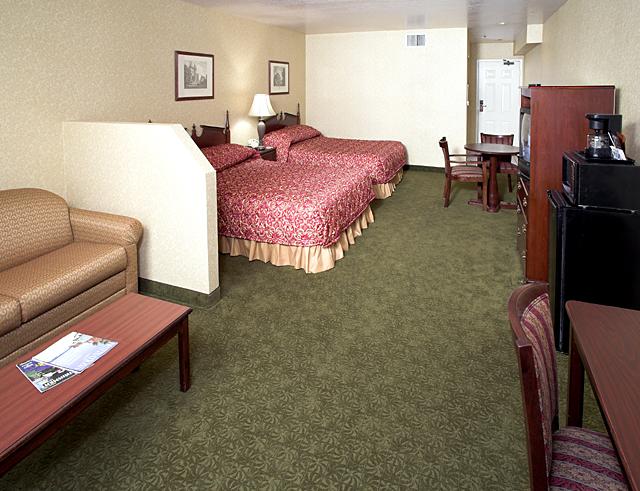 Castle Inn & Suites - lodging  | Photo 2 of 10 | Address: 1734 S Harbor Blvd, Anaheim, CA 92802, USA | Phone: (714) 774-8111