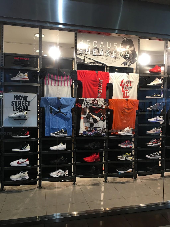 Foot Locker - shoe store    Photo 8 of 10   Address: 1711 W Bethany Home Rd, Phoenix, AZ 85015, USA   Phone: (602) 246-9931