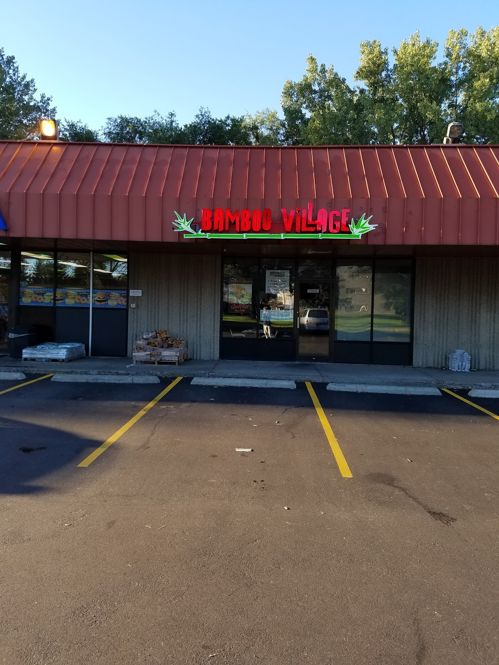 Bamboo Village Restaurant - meal delivery  | Photo 8 of 10 | Address: 11880 Round Lake Blvd NW, Coon Rapids, MN 55433, USA | Phone: (763) 421-7772