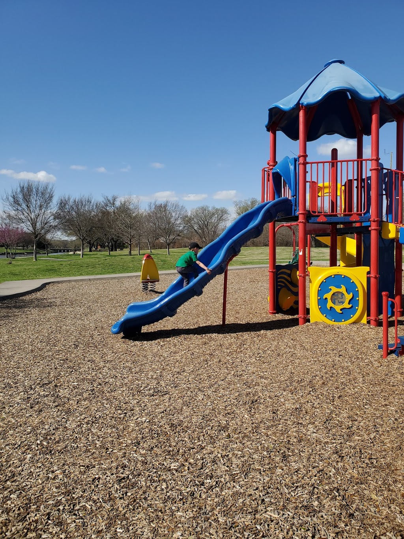 Big Lake Park - park  | Photo 1 of 10 | Address: 3800 Rainier Rd, Plano, TX 75023, USA | Phone: (972) 941-7250