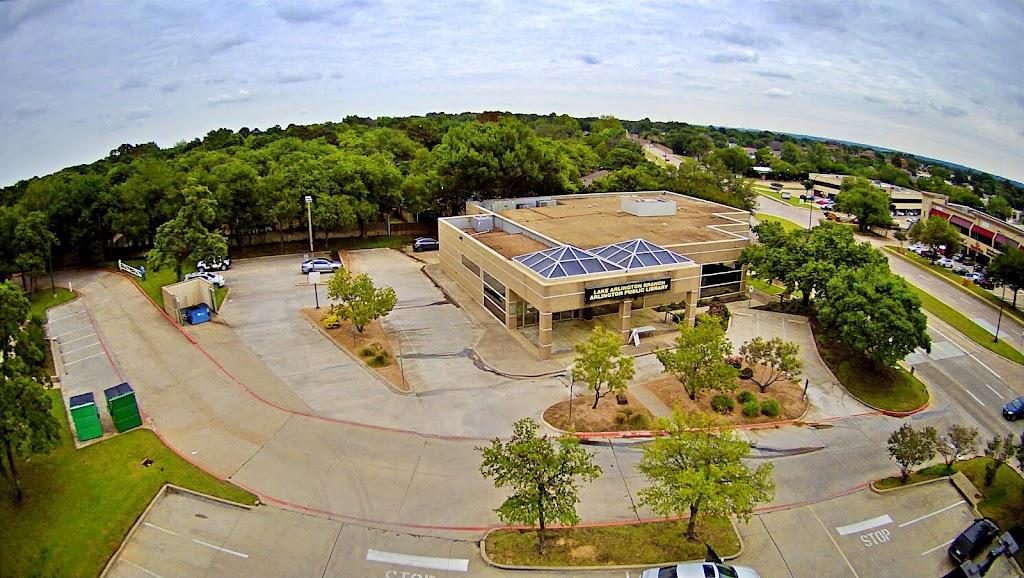 Arlington Public Library - Lake Arlington Branch - library  | Photo 2 of 7 | Address: 4000 W Green Oaks Blvd, Arlington, TX 76016, USA | Phone: (817) 459-6900