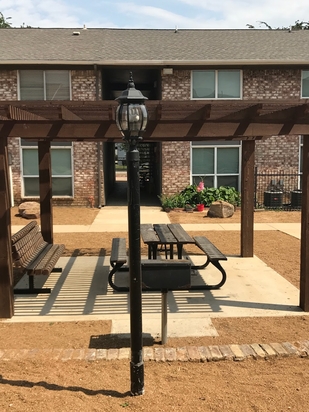 Ridge Crest Apartments - real estate agency  | Photo 5 of 10 | Address: 2805 Mustang Dr, Grapevine, TX 76051, USA | Phone: (817) 714-3043