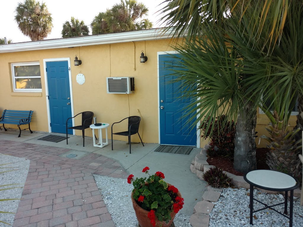 Driftwood Motel - lodging  | Photo 1 of 10 | Address: 5108 Gulf Dr, Holmes Beach, FL 34217, USA | Phone: (941) 778-2111