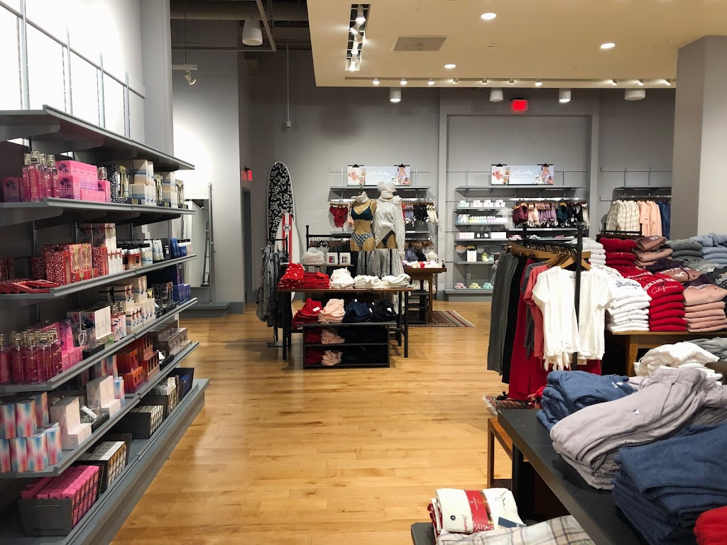 Hollister Co. - clothing store    Photo 1 of 4   Address: 1155 St Louis Galleria St Ste 1087, St. Louis, MO 63117, USA   Phone: (314) 244-3051