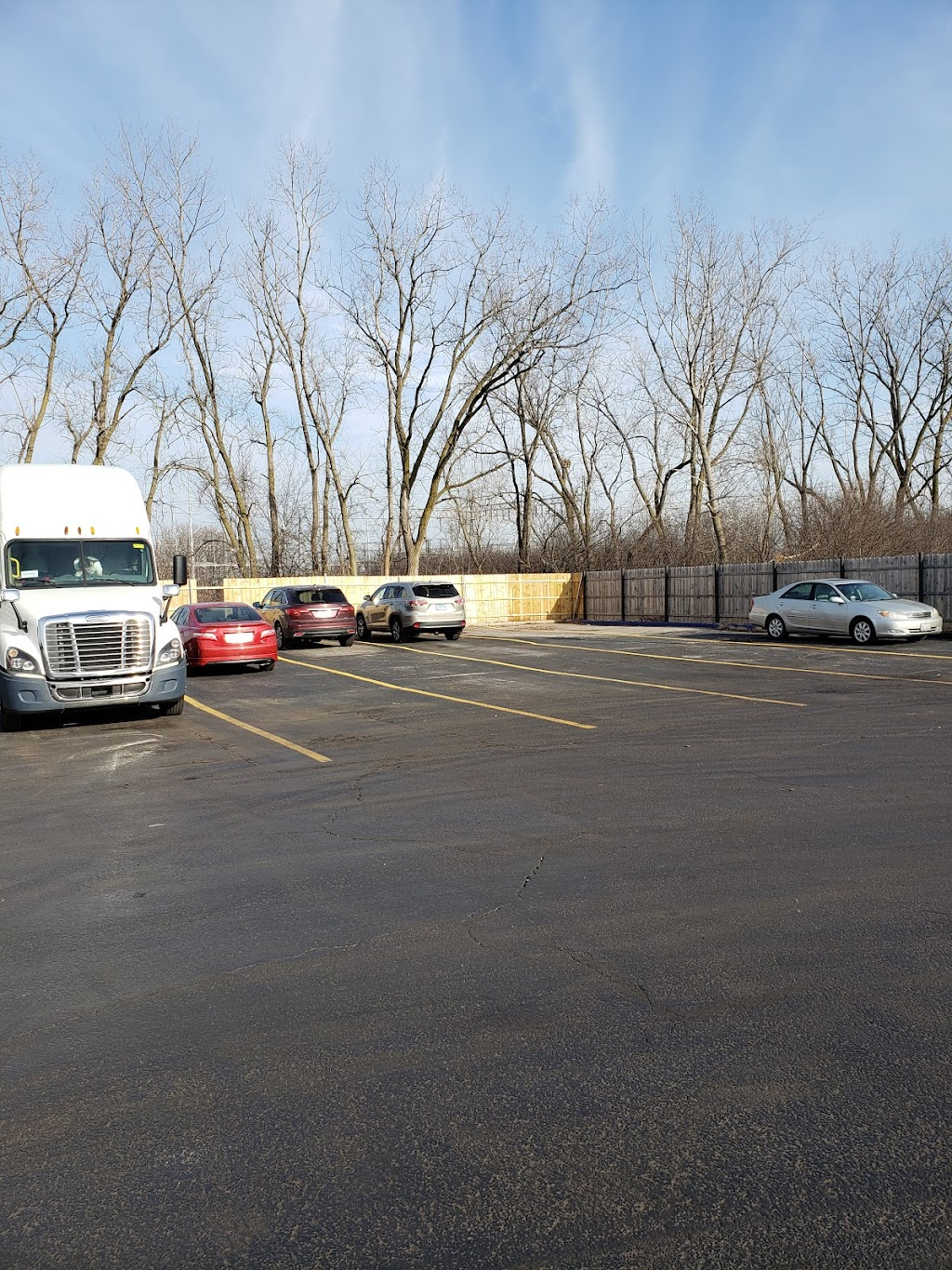 Lone Mountain Truck Leasing - store  | Photo 8 of 10 | Address: 600 W 172nd St, South Holland, IL 60473, USA | Phone: (708) 794-3335