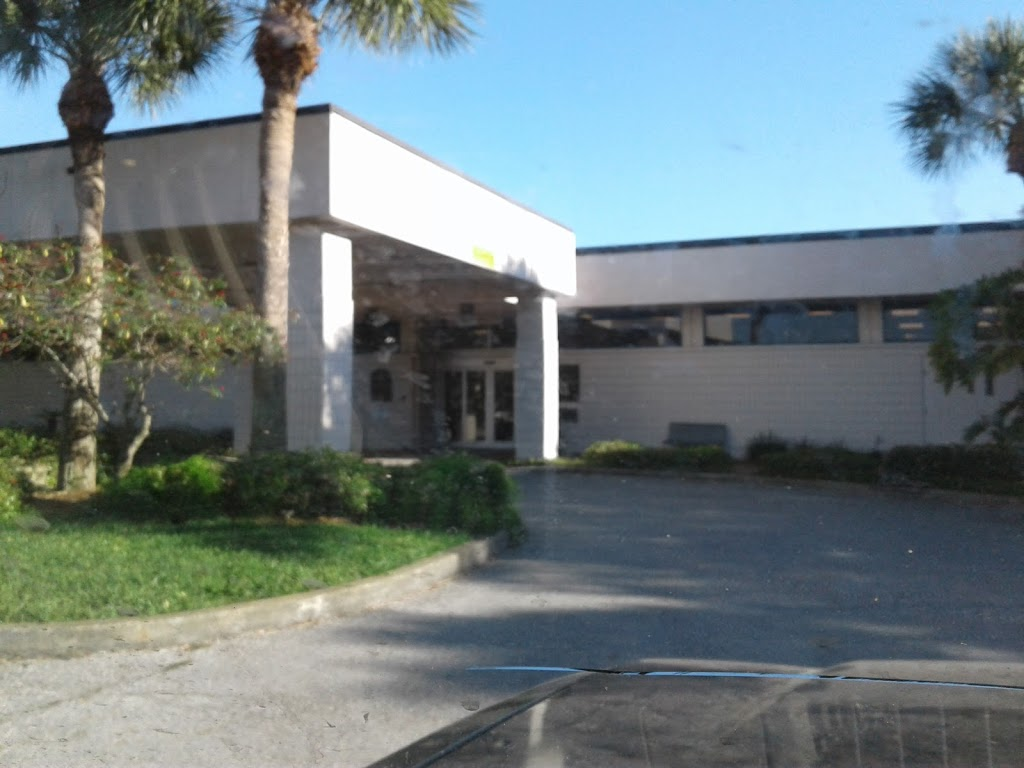 Gulfport Public Library - library    Photo 6 of 10   Address: 5501 28th Ave S, Gulfport, FL 33707, USA   Phone: (727) 893-1074