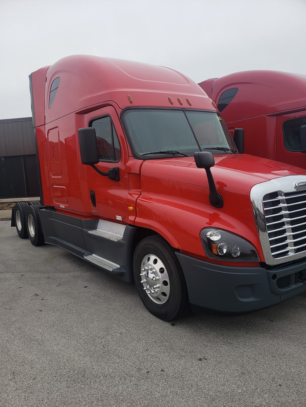 Lone Mountain Truck Leasing - store  | Photo 7 of 10 | Address: 600 W 172nd St, South Holland, IL 60473, USA | Phone: (708) 794-3335
