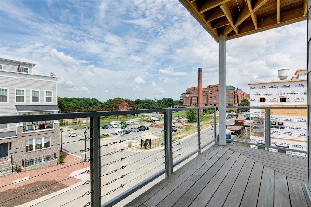 East 51 at Rocketts Landing Apartments - real estate agency  | Photo 1 of 10 | Address: 5101 Old Main St, Richmond, VA 23231, USA | Phone: (804) 793-8443
