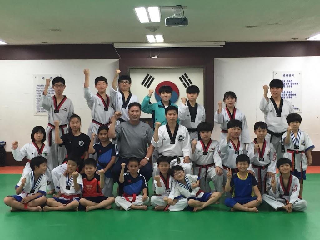 US Taekwondo Center - health    Photo 1 of 10   Address: 15938 Los Serranos Country Club Dr A, Chino Hills, CA 91709, USA   Phone: (909) 597-4000