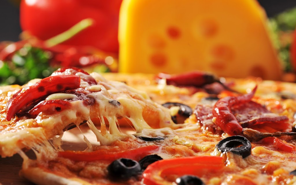 Fat Tomato Pizza - meal delivery  | Photo 2 of 10 | Address: 2130 E Broadway, Long Beach, CA 90803, USA | Phone: (562) 343-2287