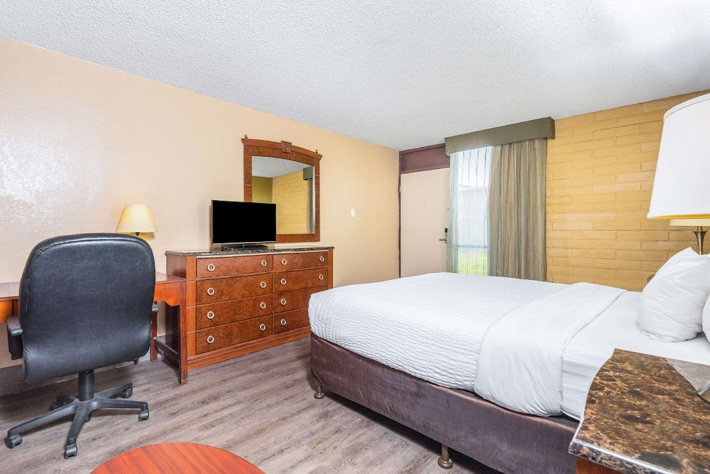 Clarion Inn Conference Center - lodging    Photo 10 of 10   Address: 1612 Sisk Rd, Modesto, CA 95350, USA   Phone: (209) 521-1612