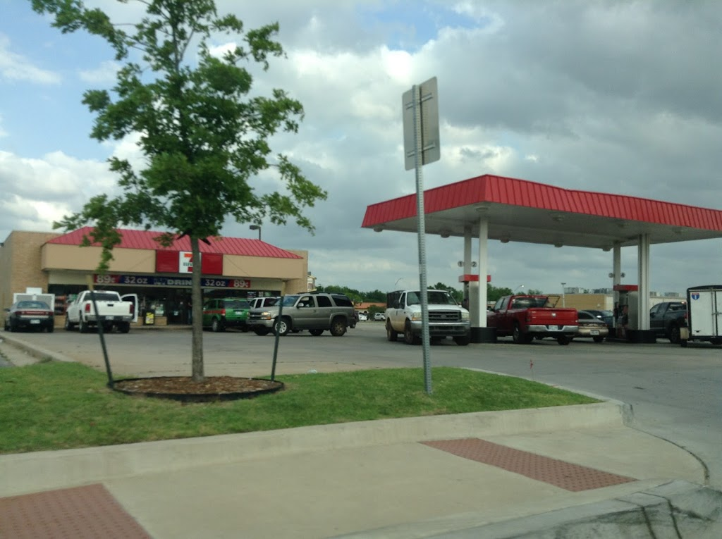 7-Eleven - convenience store  | Photo 5 of 9 | Address: 5100 N MacArthur Blvd, Warr Acres, OK 73122, USA | Phone: (405) 787-5923