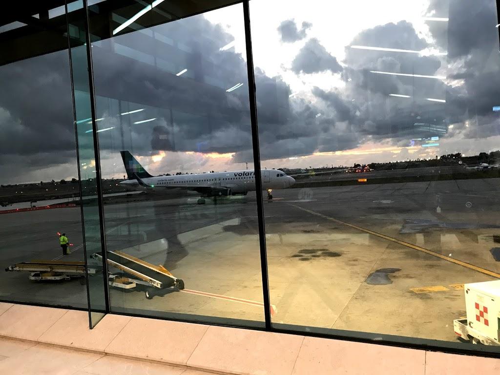 Volaris - travel agency    Photo 8 of 10   Address: Aeropuerto, Aeropuerto Abelardo L. Rodriguez, 22435 Tijuana, B.C., Mexico   Phone: 55 1102 8000