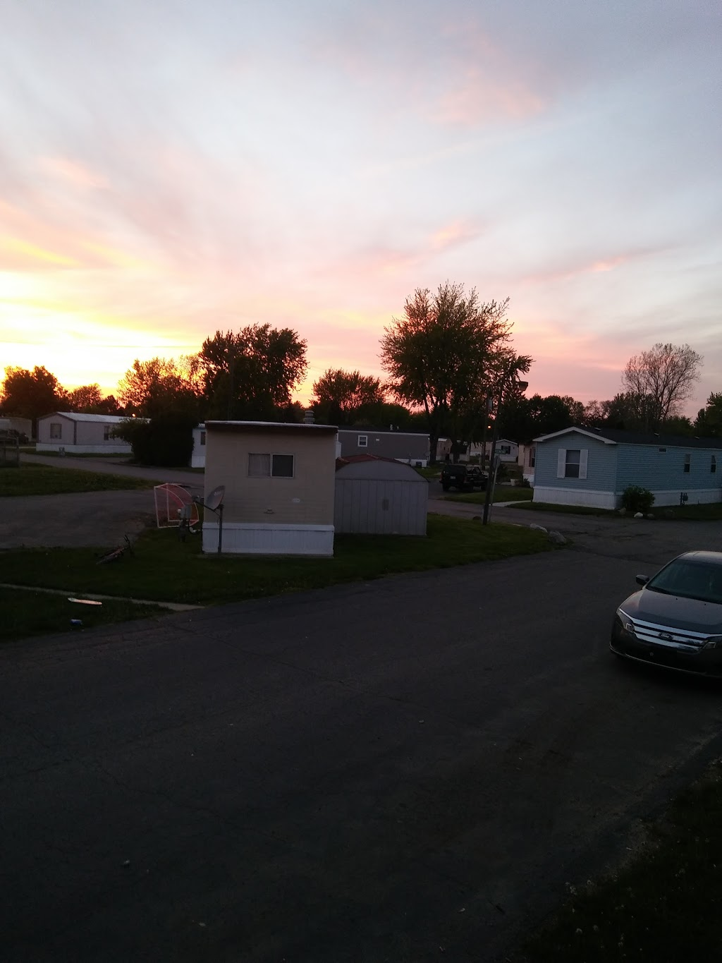 Willow Point - rv park    Photo 2 of 10   Address: 43400 Lenfesty Dr, Harrison Twp, MI 48045, USA   Phone: (586) 571-9671