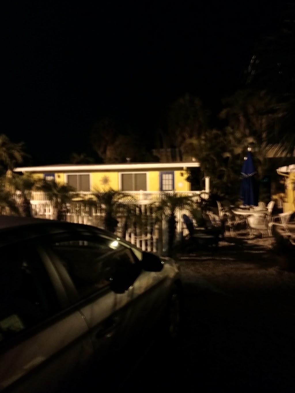 Driftwood Motel - lodging  | Photo 10 of 10 | Address: 5108 Gulf Dr, Holmes Beach, FL 34217, USA | Phone: (941) 778-2111