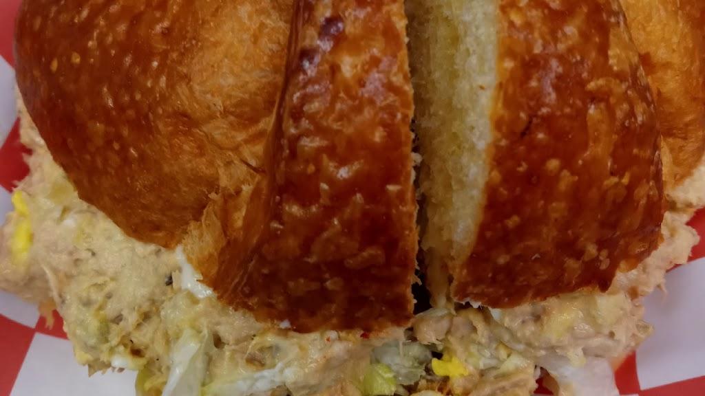 PIK NIK BASKET - restaurant  | Photo 2 of 10 | Address: 8511 W Nine Mile Rd, Oak Park, MI 48237, USA | Phone: (248) 268-4132