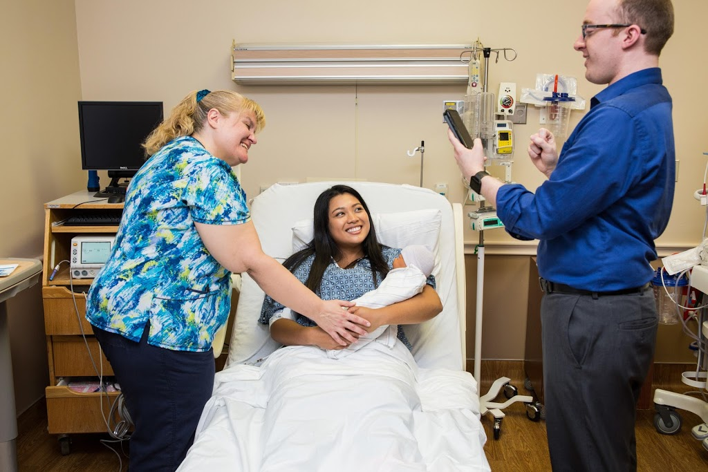 San Dimas Community Hospital: Family Birth Center - health  | Photo 9 of 10 | Address: 1350 W Covina Blvd, San Dimas, CA 91773, USA | Phone: (909) 343-5736