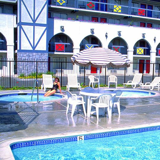 Castle Inn & Suites - lodging  | Photo 3 of 10 | Address: 1734 S Harbor Blvd, Anaheim, CA 92802, USA | Phone: (714) 774-8111