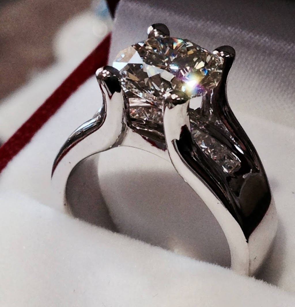 The Jewelry Workshop - jewelry store    Photo 5 of 10   Address: 36175 E Lake Rd S, Palm Harbor, FL 34685, USA   Phone: (727) 781-8757