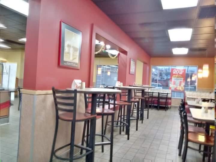 KFC - restaurant  | Photo 7 of 10 | Address: 640 N Main St, Bluffton, IN 46714, USA | Phone: (260) 824-9367