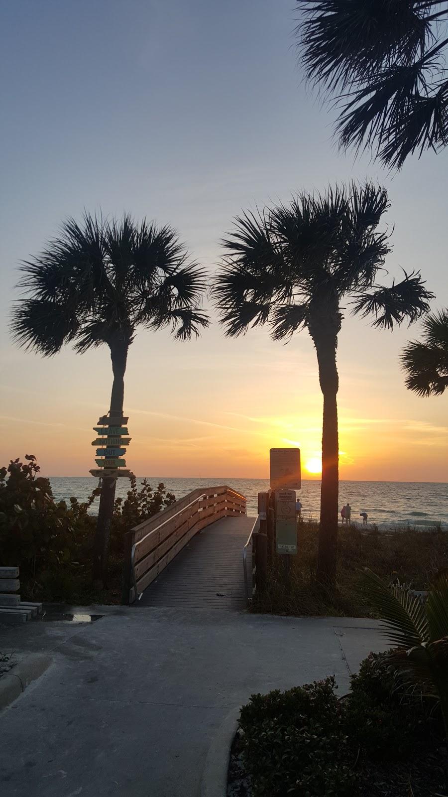 Barrett Beach Bungalows - real estate agency  | Photo 7 of 10 | Address: 19646 Gulf Blvd, Indian Shores, FL 33785, USA | Phone: (727) 455-2832
