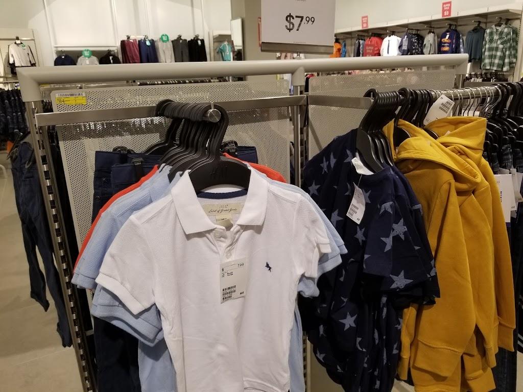 H&M - clothing store  | Photo 5 of 10 | Address: 1600 Water St, Laredo, TX 78040, USA | Phone: (855) 466-7467